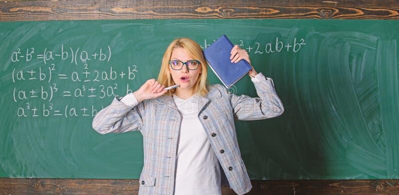 被启发的工作艰苦或追求特殊目标 Learn启发老师 富启示性的教育家火花刺激 ?? 库存照片