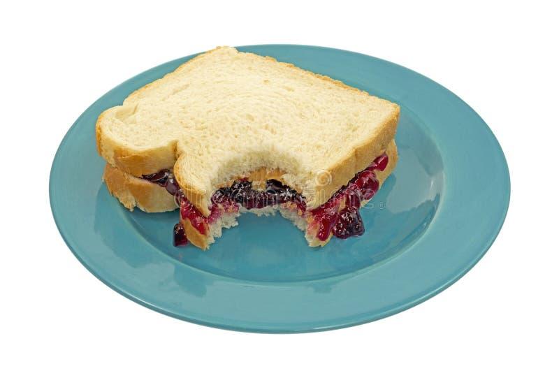 被咬住的黄油果冻花生三明治 免版税图库摄影