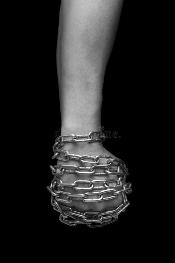 被囚禁人的拳头 黑色白色 免版税库存照片