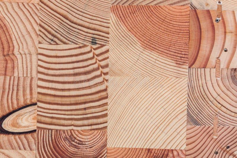 被回收的木立方体一起被胶合形成独特的台式 免版税库存照片