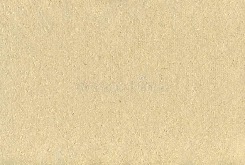 被回收的米黄Tan加工印刷纸纹理背景,被弄皱的手工制造水平的毛谷秸杆工艺板料织地不很细宏观特写镜头 免版税图库摄影