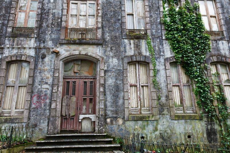 被困扰的房子老葡萄牙sintra 免版税库存图片