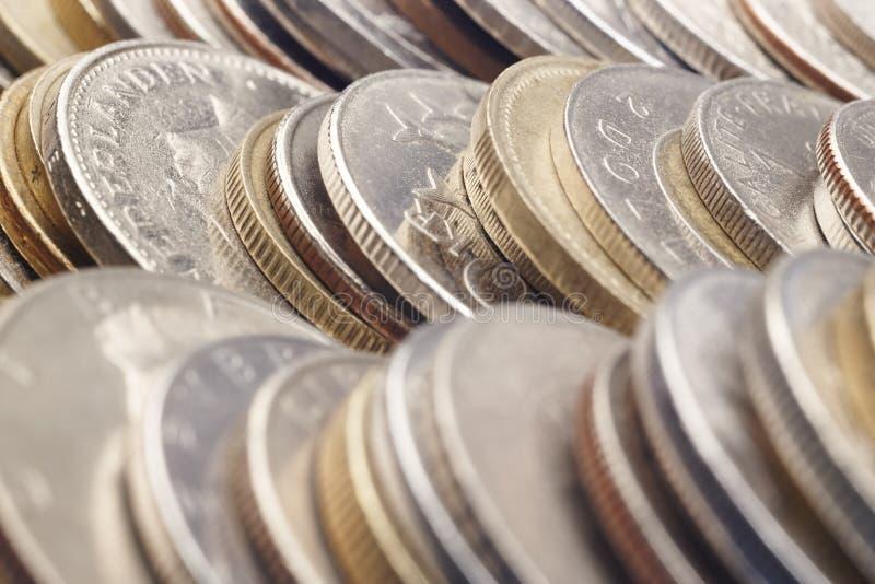 被堆积的不同的种类硬币 宏观细节 免版税库存图片