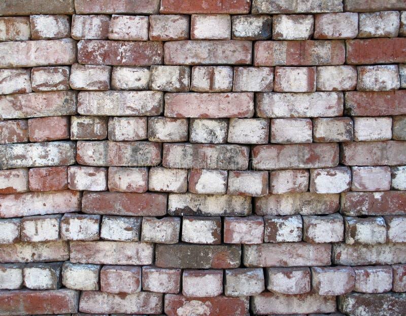 被堆积的使用的砖 免版税库存照片