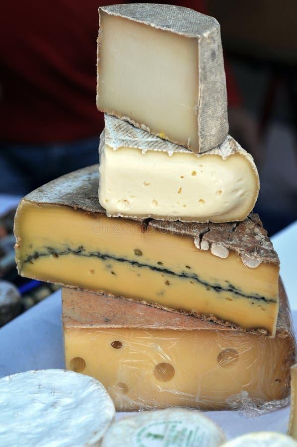 被堆积的法国乳酪的分类 免版税库存图片