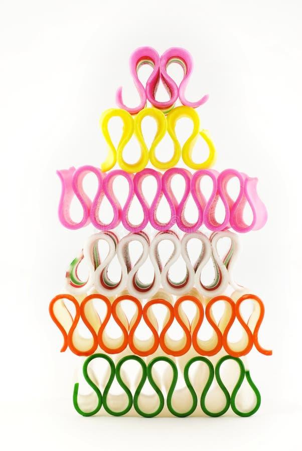 被堆积的糖果五颜六色的节假日丝带 免版税库存照片