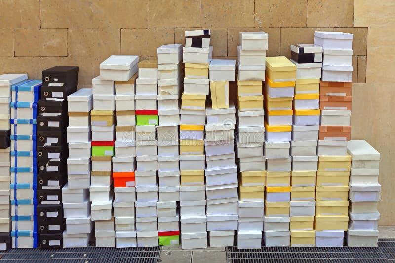 被堆积的鞋盒 库存图片