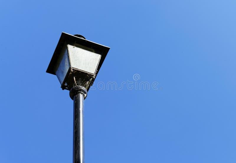 被塑造的闪亮指示老街道 免版税库存照片