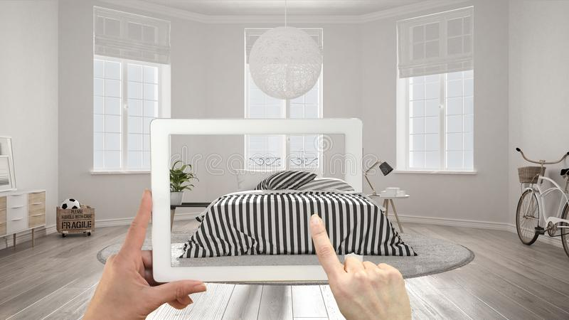 被增添的现实概念 递拿着有AR应用的片剂用于模仿在真正的家具和室内设计产品 向量例证