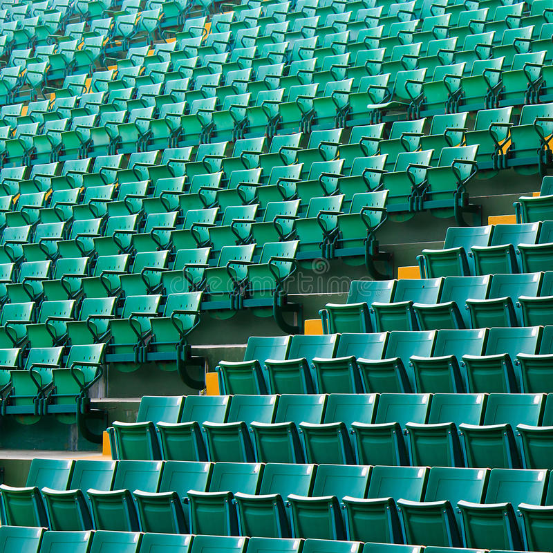 被安排的绿色椅子 库存照片