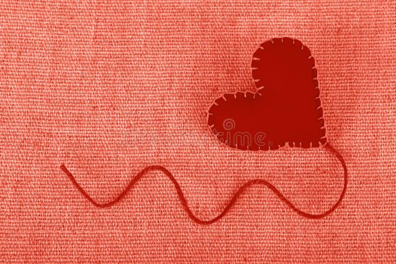 被定调子的珊瑚桃红色感觉在帆布的工艺心脏 免版税图库摄影