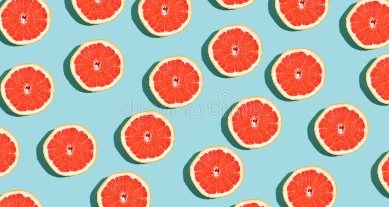 被对分的新鲜的葡萄柚 图库摄影