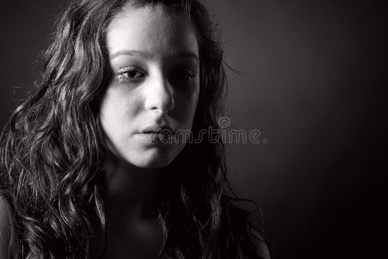 被射击的眼泪汪汪的少年 图库摄影