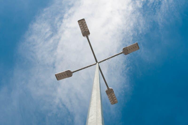 被带领的街灯,蓝天背景 免版税库存照片