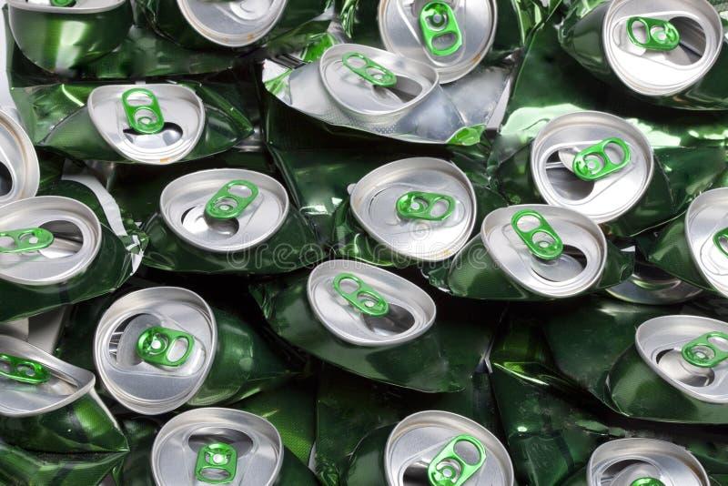 被弄皱的啤酒罐 库存图片