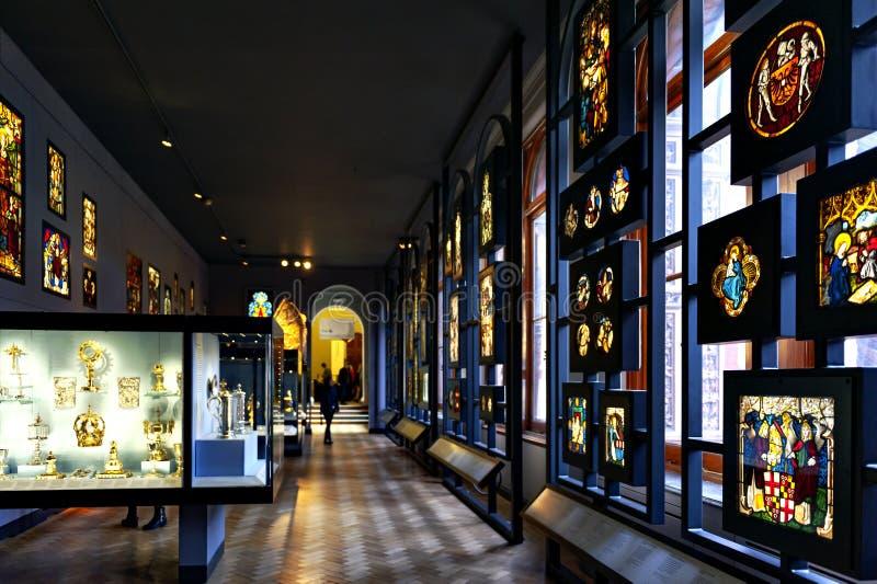 被弄脏的和被绘的玻璃被陈列在维多利亚和阿尔伯特博物馆 库存照片