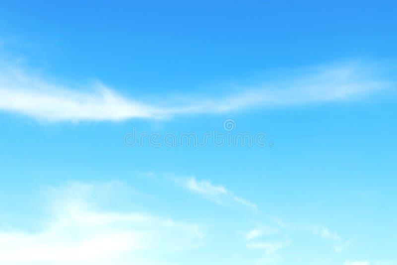 被弄脏的天空软的背景,天蓝色,背景的天空清楚的软的云彩 库存照片