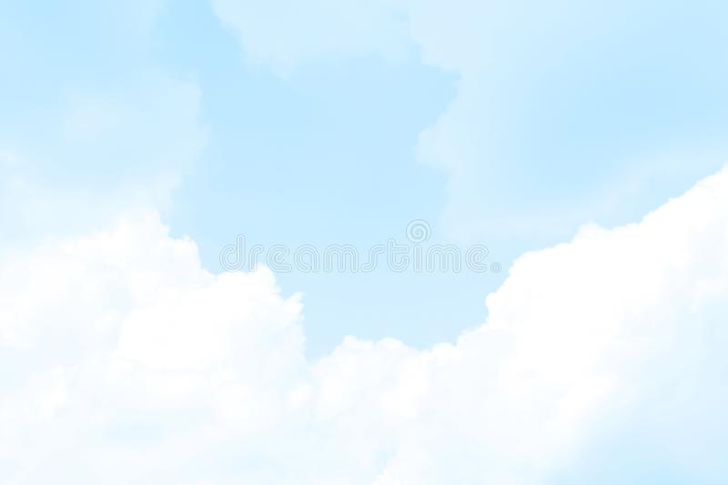 被弄脏的天空软的蓝色云彩,迷离天空淡色蓝色软的背景,爱淡色华伦泰的背景,天空蔚蓝清楚的软性 库存图片