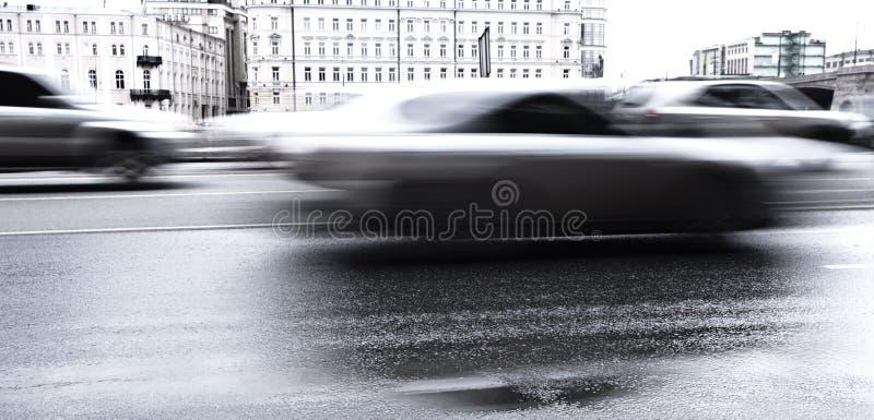 被弄脏的汽车路 库存图片