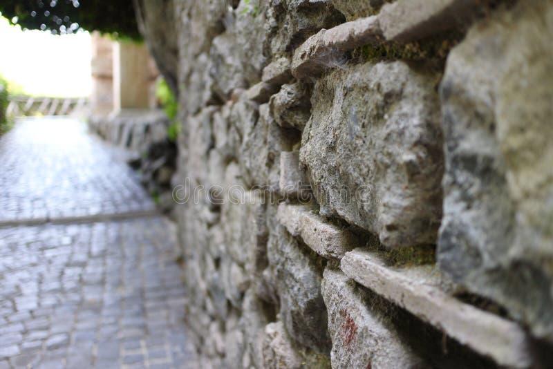 被弄脏的石墙 免版税库存图片