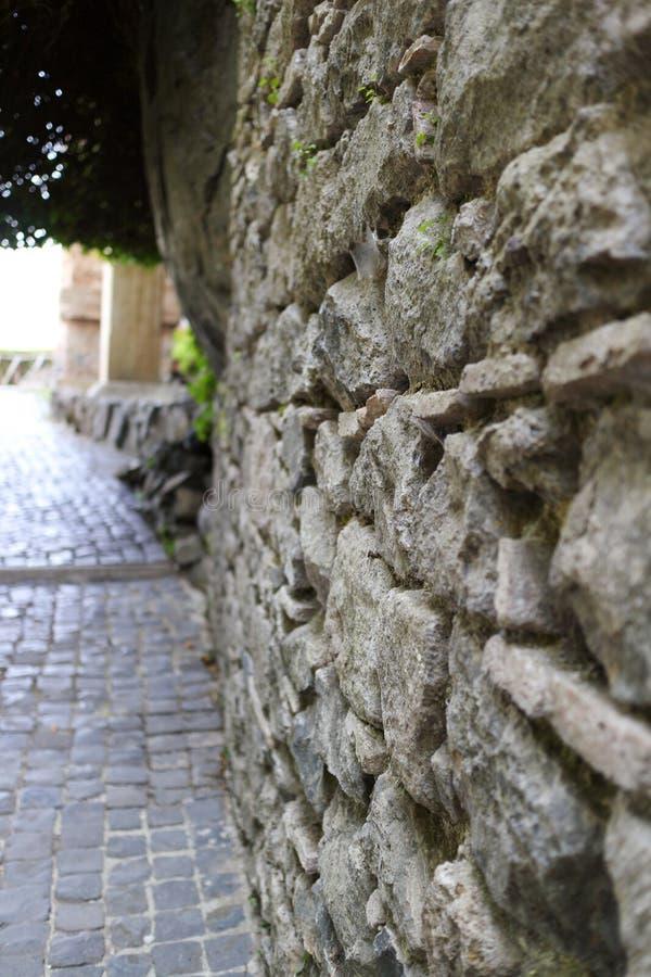 被弄脏的石墙 库存照片