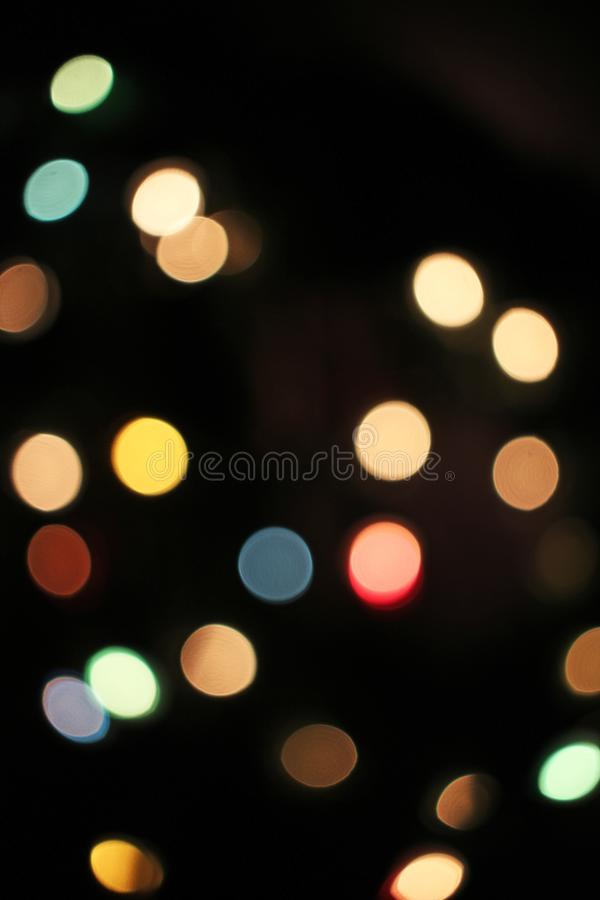 被弄脏的defocused圣诞灯光bokeh背景 五颜六色的红色黄色蓝绿色de聚焦了闪烁的样式 库存图片