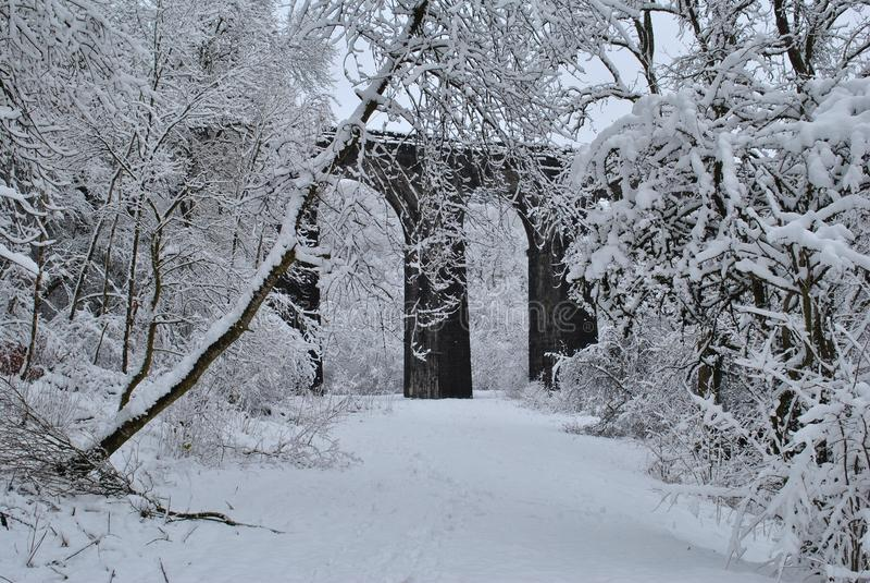 被忘记的桥梁在Pontsarn 免版税库存照片