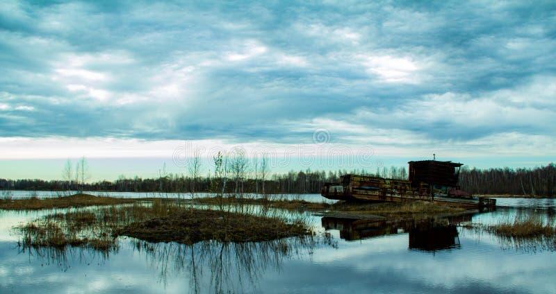 被忘记的河船 免版税库存照片