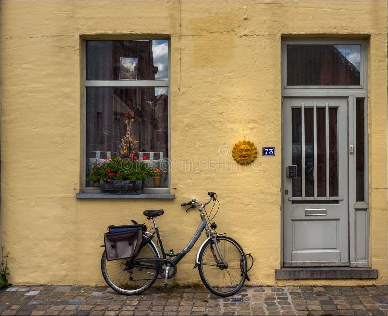 被忘记的自行车 比利时 库存照片
