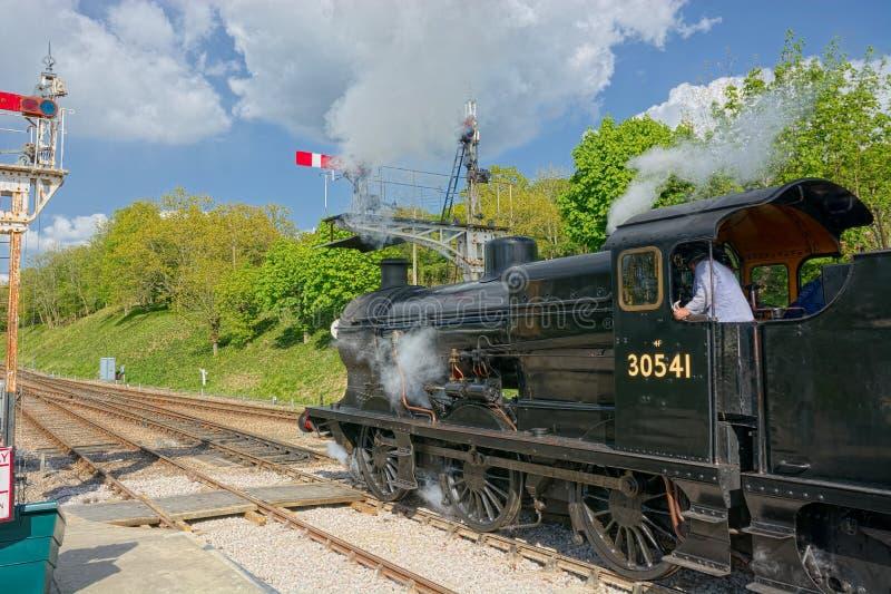 被恢复的蒸汽机车 Q类30541 免版税图库摄影