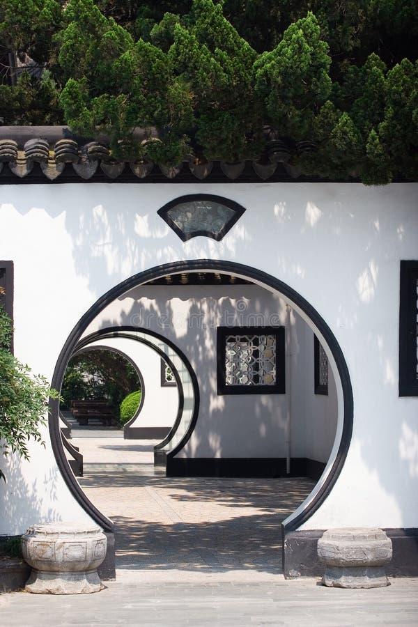 被成拱形的中国门 库存图片