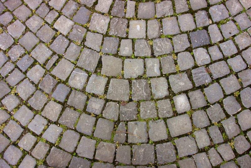 被成拱形的大卵石石头露台 免版税库存照片