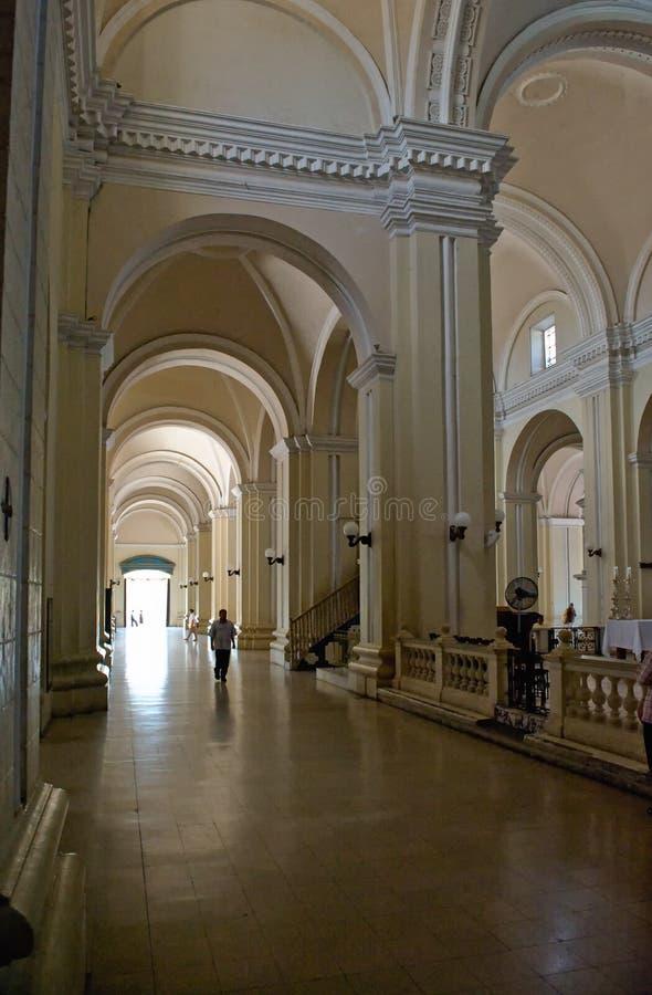 被成拱形的大教堂走廊 免版税图库摄影