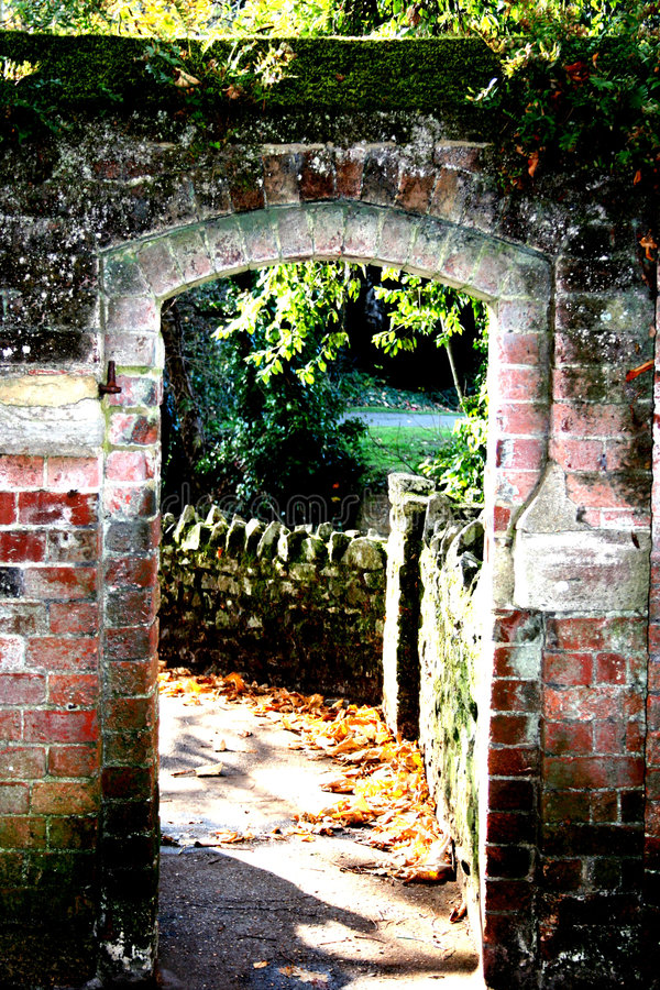 被成拱形的砖入口 免版税库存图片