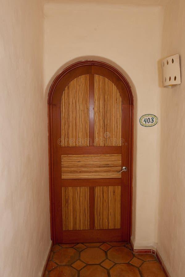 被成拱形的门走廊 免版税库存图片