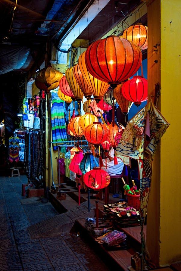 被手工造的灯笼在古镇会安市,越南 免版税库存图片