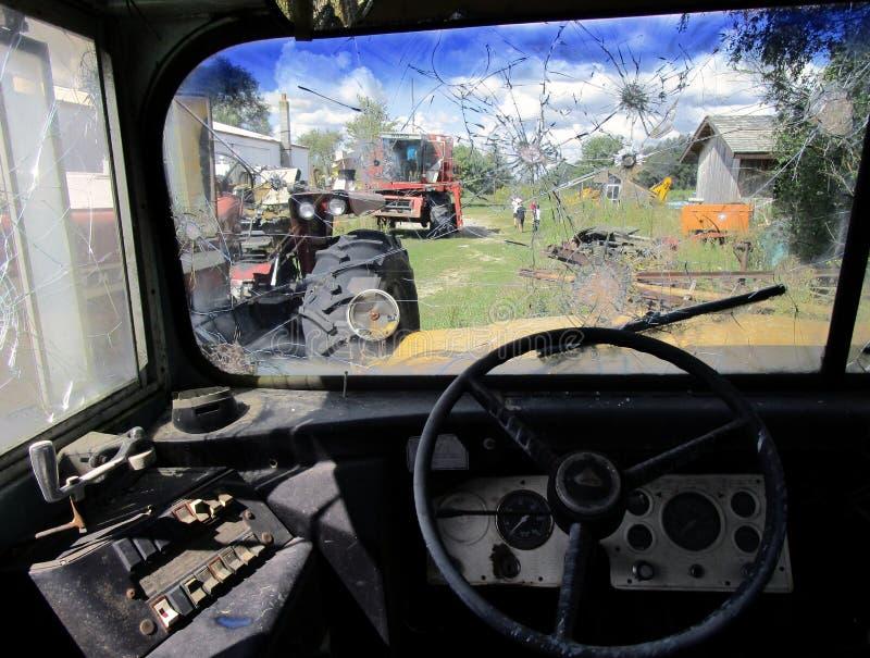 被打碎的公共汽车窗口 图库摄影