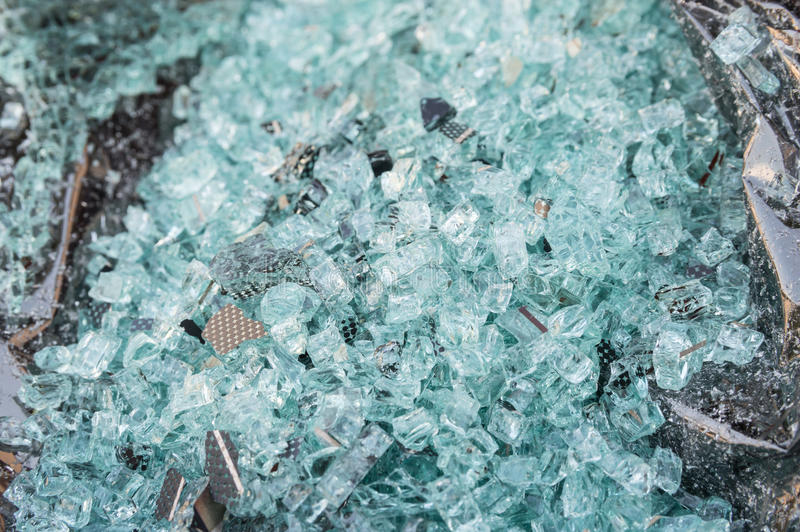 被打碎的杯汽车的被磨炼的窗口 免版税图库摄影