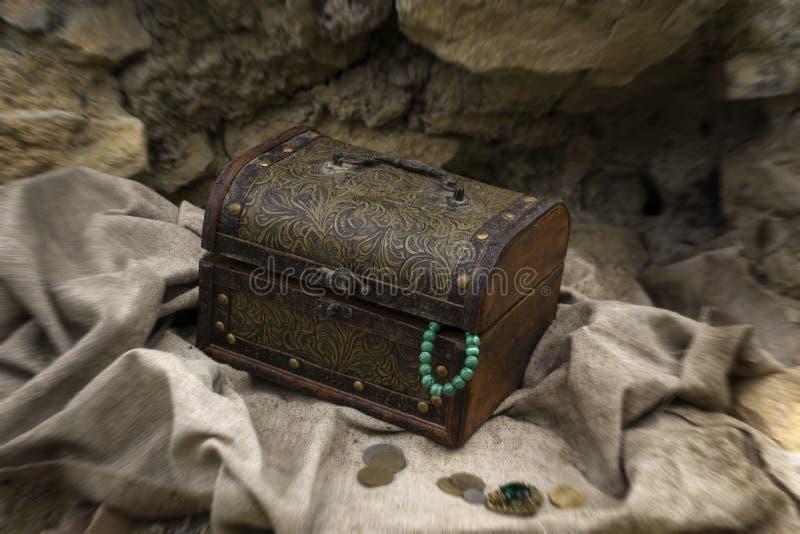 被找到的宝物箱 免版税库存图片