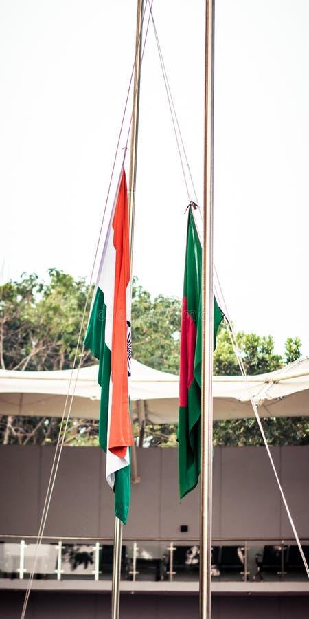被折叠的印度孟加拉国国民沙文主义情绪在风一起 外交概念,国际关系 免版税库存照片