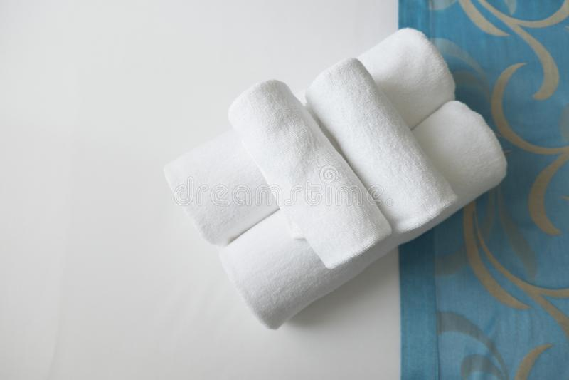 被折叠的干净的特里毛巾 免版税库存图片