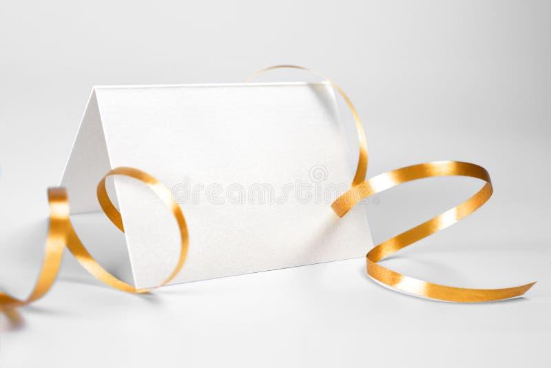 被折叠的空白感谢您或与金丝带的贺卡 免版税库存照片