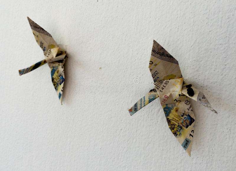 被折叠的纸鸟天空 库存图片