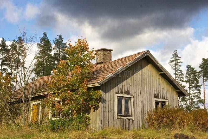 被抛弃的农舍 免版税库存照片