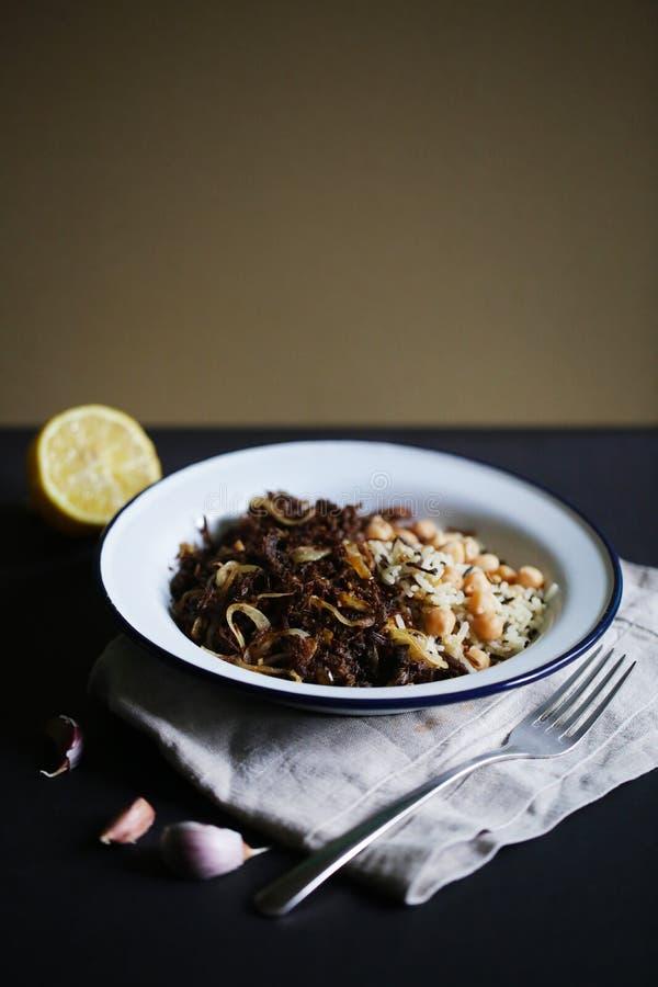 被拉扯的牛肉肉用水菰和鸡豆,古巴烹调 免版税库存图片