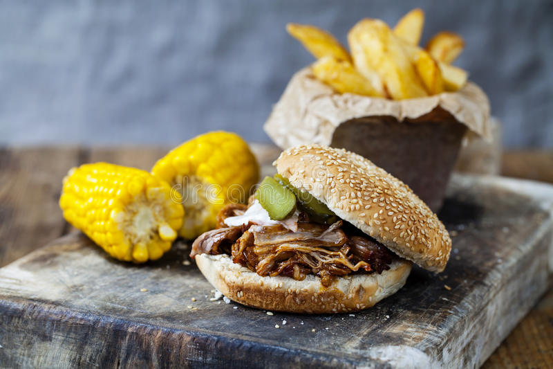 被拉扯的猪肉汉堡 免版税库存图片