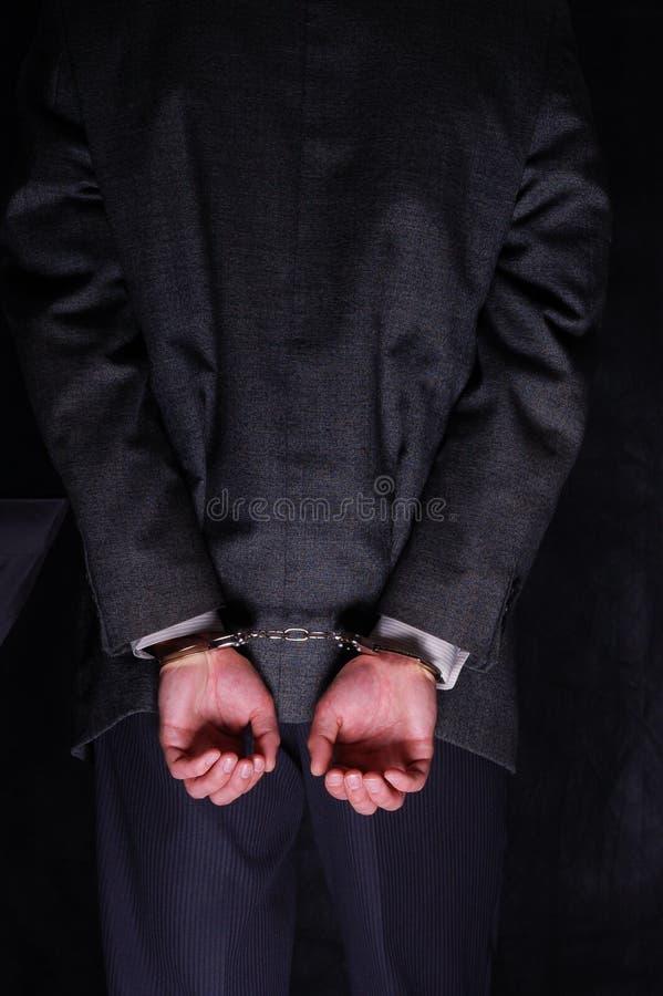 被拘捕的生意人扣上手铐的现有量 免版税库存照片