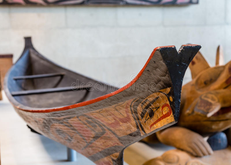 被挖空的因纽特人独木舟 免版税库存图片