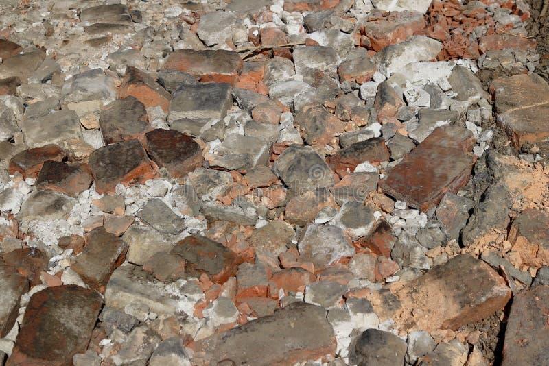 被捣的砖背景的纹理  建筑垃圾 被砸紧的石头 库存图片