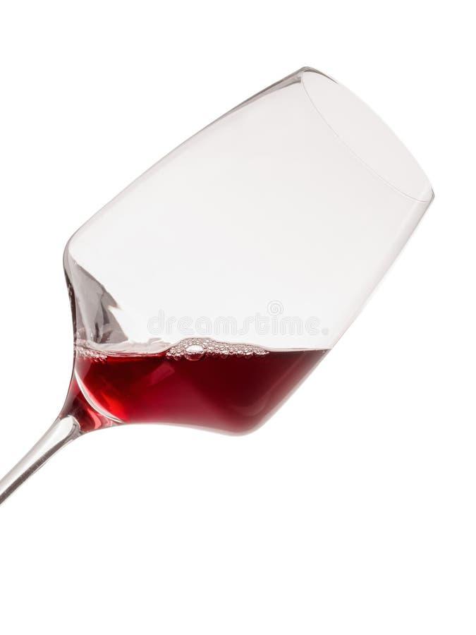 被掀动的酒杯用红葡萄酒 查出在白色 特写镜头 库存图片